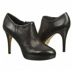 VINCE CAMUTO | Leather Elvin Black Booties 7.5